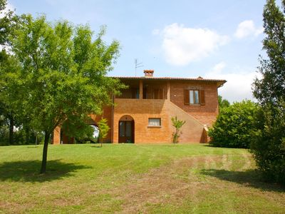 Photo for Wonderful private villa for 12 people with private pool, WIFI and parking, close to Montepulciano
