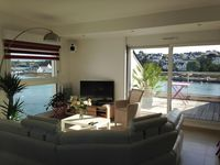 Modern, exceptionally presented and well positioned holiday apartment