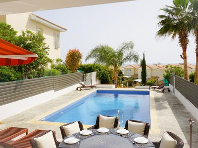 Photo for Laguna Sunrise (Coral Bay) - Fully renovated 5 bedroom villa with Private Pool, BBQ and Free WIFI -  5 min walk to Coral Bay Strip