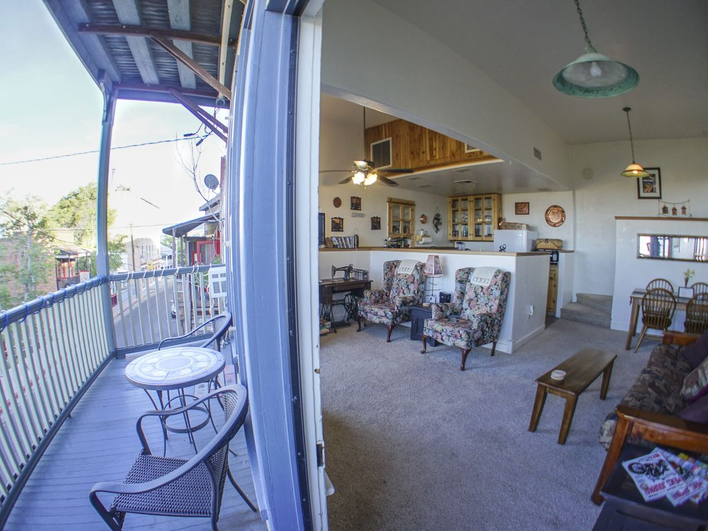2 Story Apartment in the heart of Jerome within walking distance to everything
