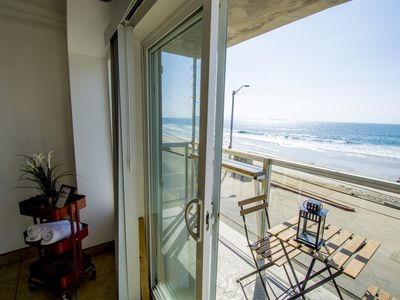 Photo for BEACHFRONT Cozy 1 Bdr Apt