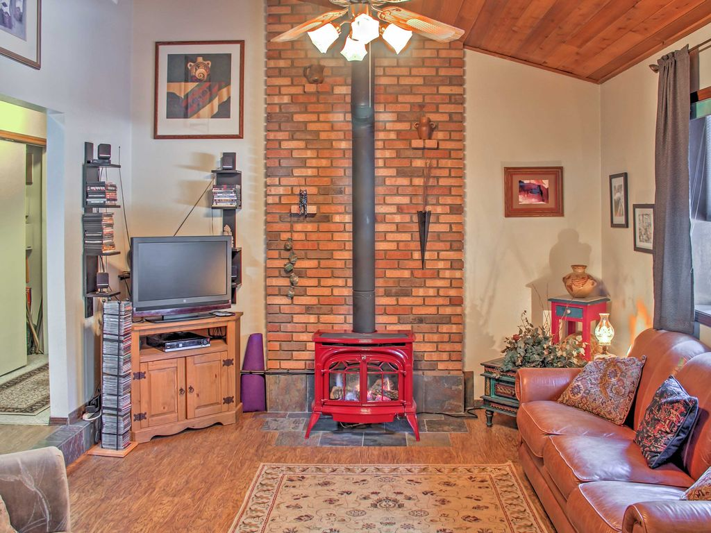 3br flagstaff house w fenced yard dog homeaway flagstaff the cozy home features a vermont castings gas stove on a programmable thermostat with powered vents solutioingenieria Gallery