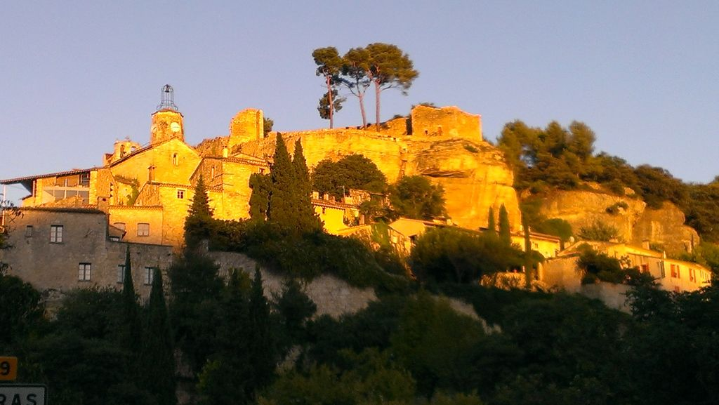 House located in the heart of le beaucet luberon and for Restaurant le beaucet