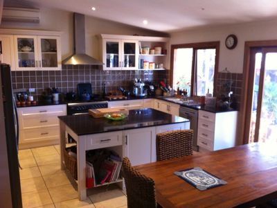 Photo for Comfortable 3 Bedroom Cottage with great kitchen, courtyard & ample parking.