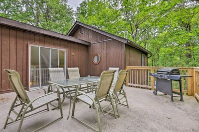 Run away to this Lake Harmony vacation rental cabin!