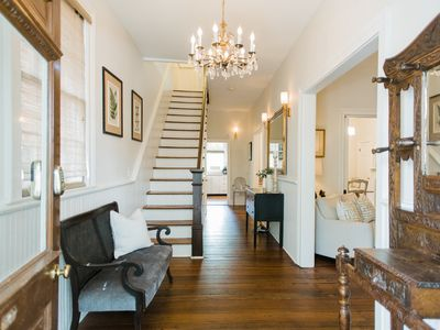 Large Historic Home on Jones, Perfect for Family Vacations by Lucky Savannah