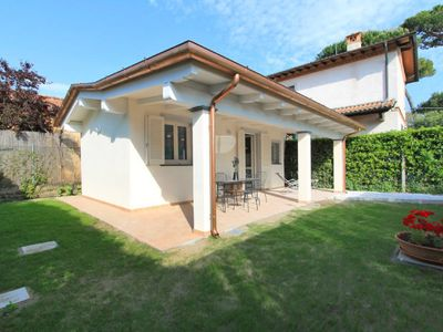 Photo for One bedroom Villa, sleeps 2 in Forte dei Marmi with Air Con and WiFi