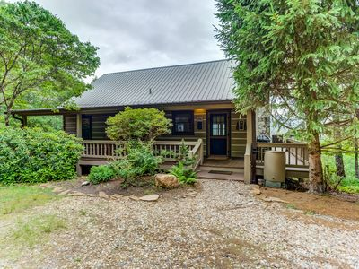 NEW LISTING! Cozy retreat w/ great views, deck, private hot tub