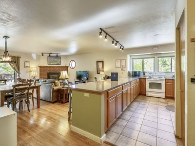 Photo for Remodeled liv rm & kitchen, Pool, Hot Tubs,, garage, wifi, tennis