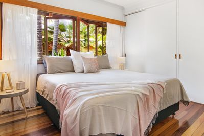 King bed can be split into 2 beds, air con, fan, wardrobe and ensuite bathroom