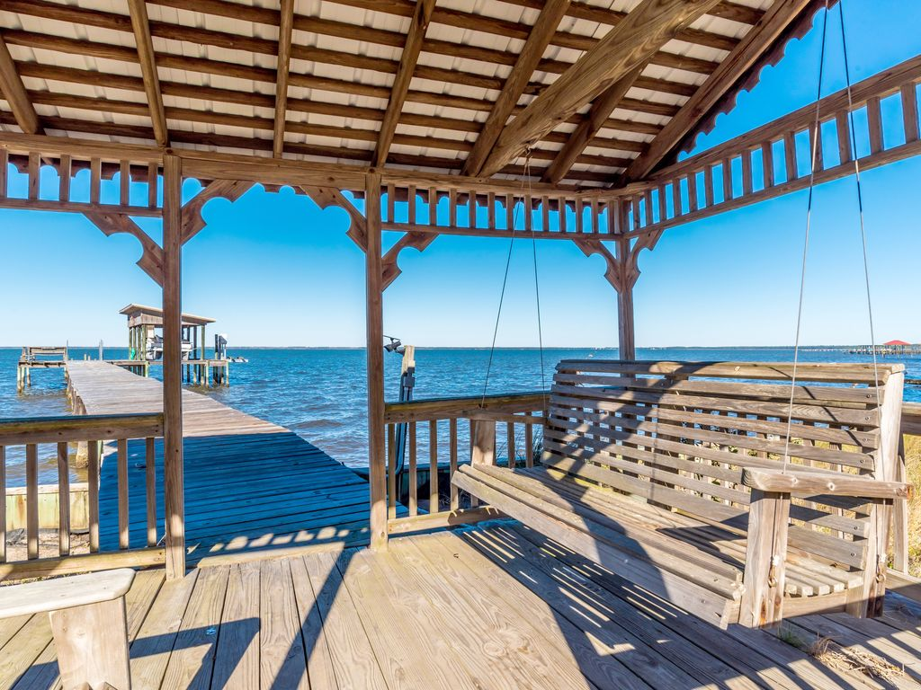 Tetherdown by harris properties gulf shores alabama gulf for Fish river grill gulf shores