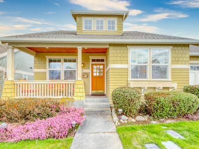 Family-friendly home w/full kitchen, gas grill & patio - close to downtown!