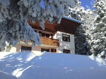 In Revard, alias Small Canada, our cottage rolls out the white carpet