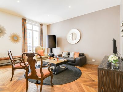 Photo for Glamorous 3 bedroom apartment in Champs-Elysees