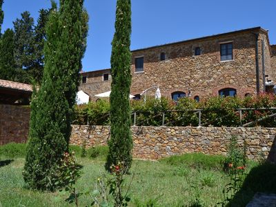 Photo for Panoramic three-room apartment with garden, swimming pool, tennis, in the countryside near the sea and services