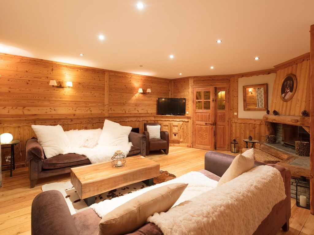 Chalet Duranica, well located, 6 bedrooms all of which boast en-suite bathrooms