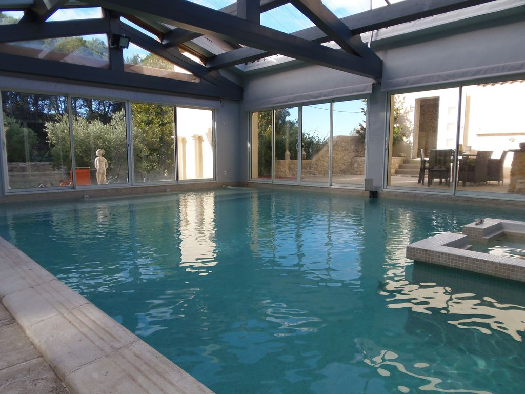 bastide de 8 20 personnes jacuzzi 2 piscines 5 minutes avignon vaucluse 1116614 abritel. Black Bedroom Furniture Sets. Home Design Ideas