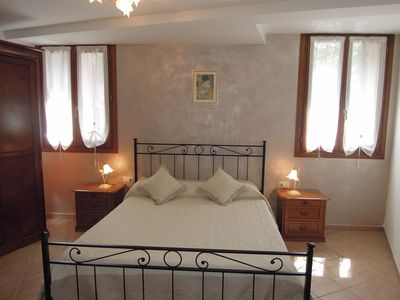 Photo for Romantic apartment 10 minutes from Piazza San Marco overlooking the canal
