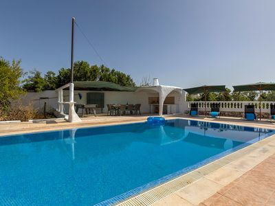 Photo for Traditional 5 bedroom villa within walking distance of Carvoeiro