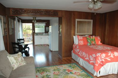 Vintage Beachfront Studio Apartment Right On Charley Young Beach