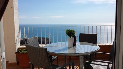 Photo for Beautiful 2 story, 3 bed apartment with amazing sea views