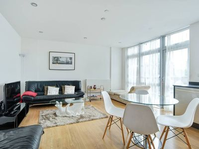 Photo for Contemporary 2 Bed flat w/Terrace nr Canary Wharf