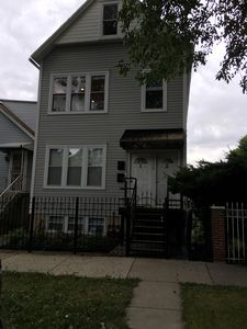 Stay in one of the best little neighborhoods in Chicago