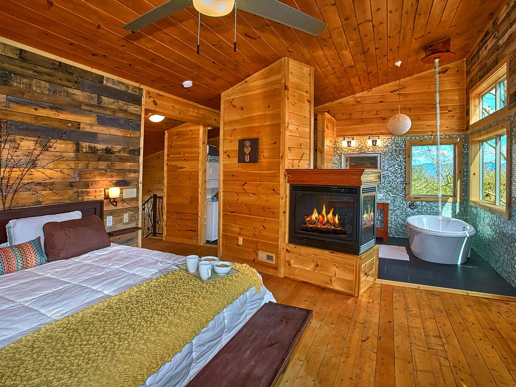 Romantic modern cabin with indoor pool spa and amazing for Modern cabin