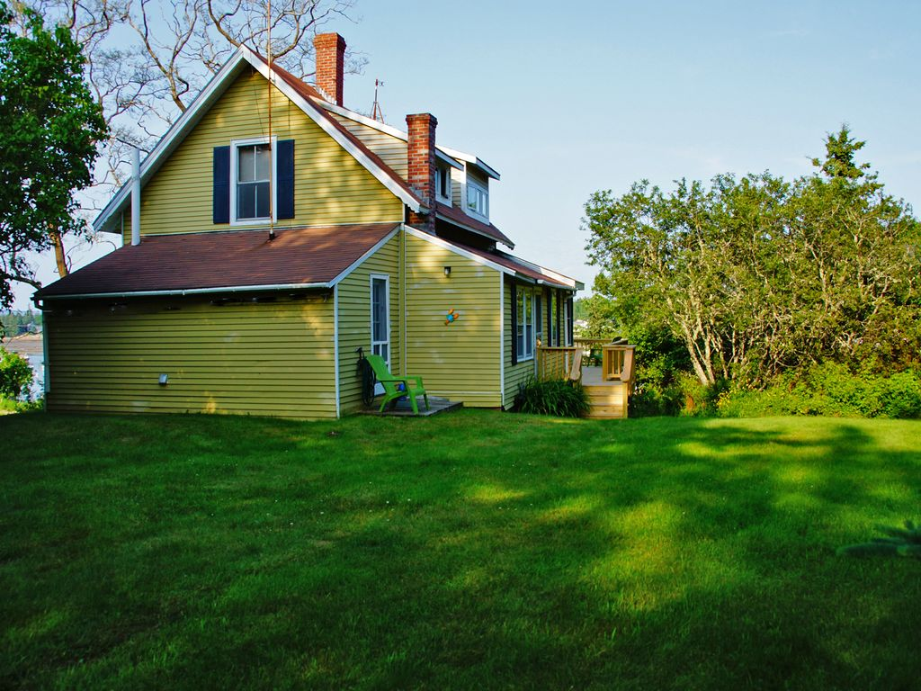 Picturesque Family Cottage On Peaceful Bass Harbor In The