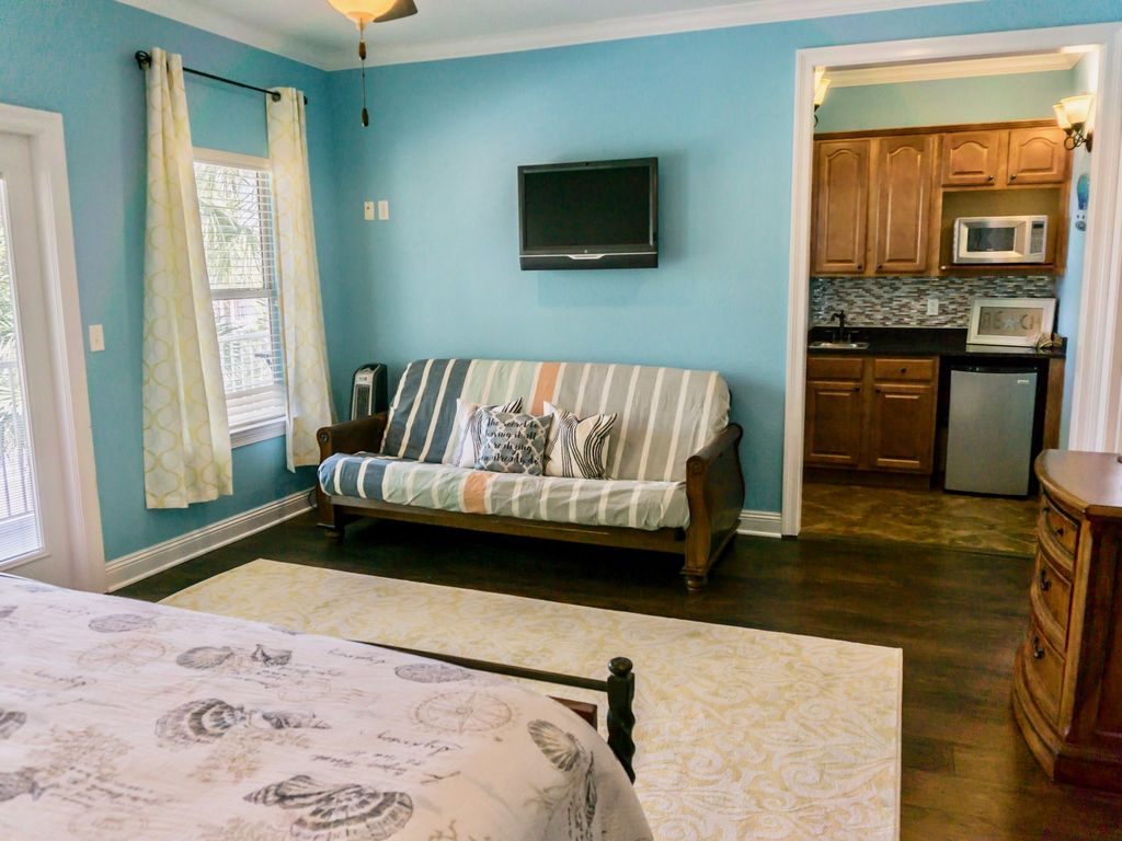 Flip Flop Cottage ~New Owner, New upgrades with Upscale Coastal ...