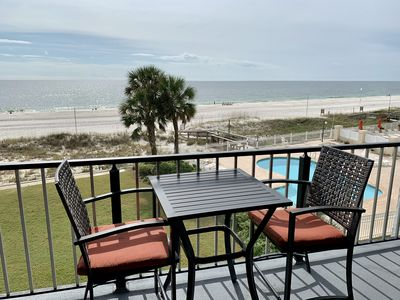 Coffee, great conversation, with background noise of ocean waves? This place is the perfect spot for your next getaway!