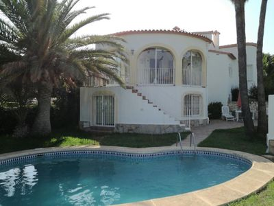 Photo for Attractive villa for 4 people with private pool, garden and 4km from the beach