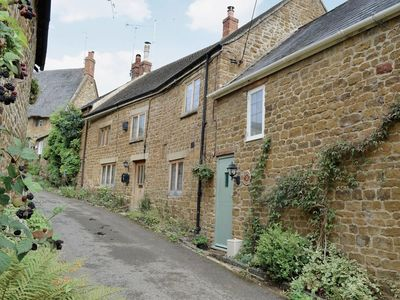 Photo for 2 bedroom property in Banbury. Pet friendly.