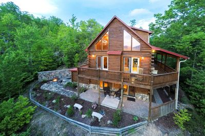 Large Cabin With Wrap Around Porch Fireplace Wet Bar Whittier