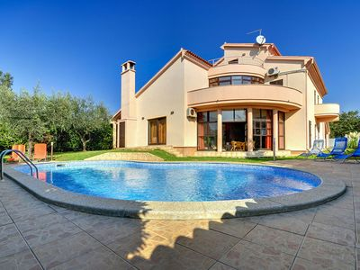 Photo for Stunning private villa for 8 people with A/C, private pool, WIFI, TV, balcony and parking