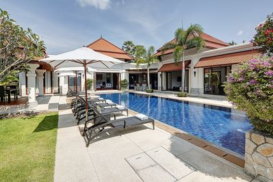 15m pool with sun lounges and outdoor dining for 8