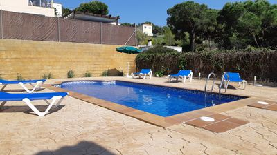 Photo for 4 bedroom Villa, sleeps 7 with Pool, WiFi and Walk to Shops