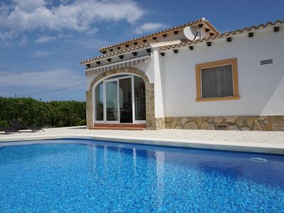 Photo for Villa with private pool, Wifi, TV-SAT, A / C, barbecue, parking, dishwasher...