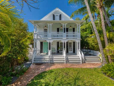SOUTHERNMOST BELLE~ Heated Pool, Gourmet Kitchen & Elegant Large Bedrooms!