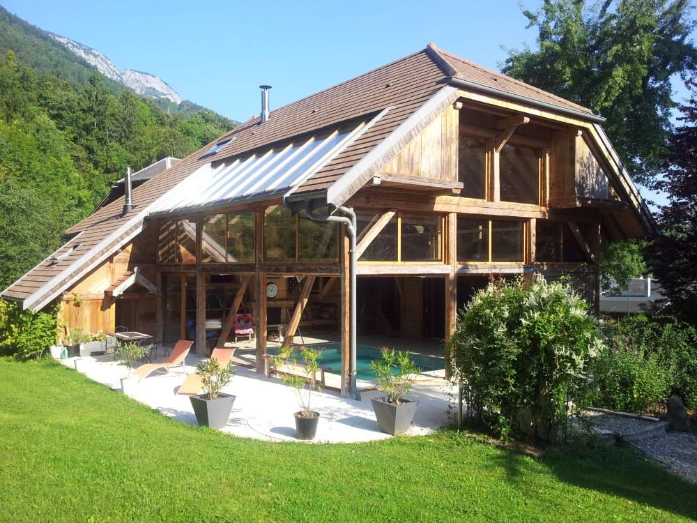 An exceptional chalet with an inside heated pool for 6 16 for Camping en savoie avec piscine