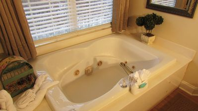 Resort 2 Bedroom 2 Bath Condo w Indoor Pool & FREE BREAKFAST