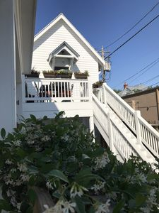 Photo for Charming carriage house apartment in central location.