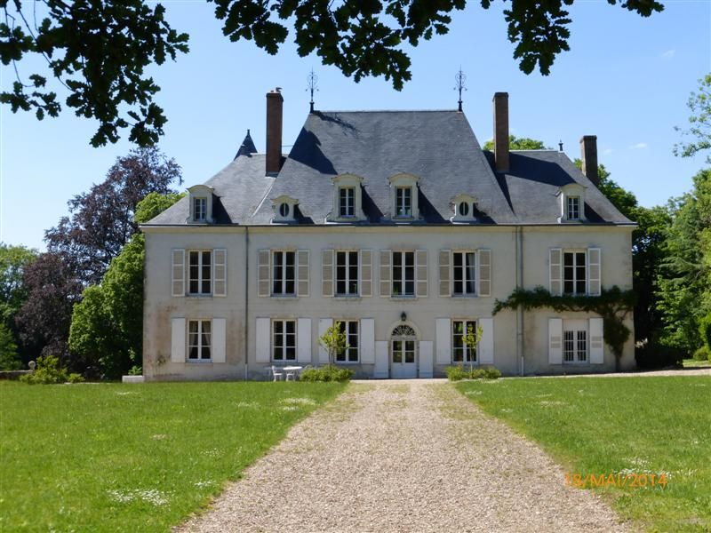 Loire valley chateau with charming and fully privatized for Brouilly chateau de la chaise