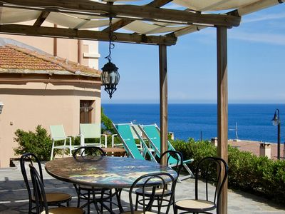 Photo for NOLI: apartment in villa with garden and splendid views of the gulf