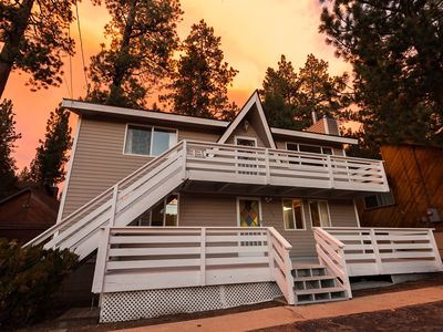 Minutes from Bear Mountain. New Ping Pong Table! Fireplaces.BBQ. Fast Wifi. 2 Living Areas.