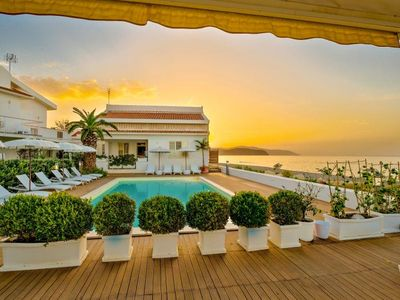 Photo for 2-bedroom apartment with pool, view of the sea und direct access to the beach