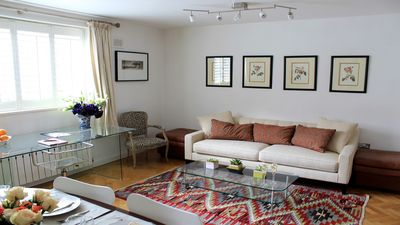 Living room in our Russell vacation rental in London