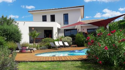 Photo for Air-conditioned modern villa 145m², 4 bedrooms pool and garden at 20 'beaches