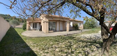 Photo for Villa in Provence with view of the Ventoux, 5 bedrooms, swimming pool, single storey, air conditioning