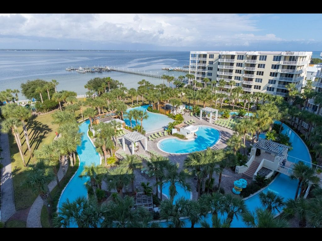 Enjoy The View And Huge Lazy River And Large 3br Unit